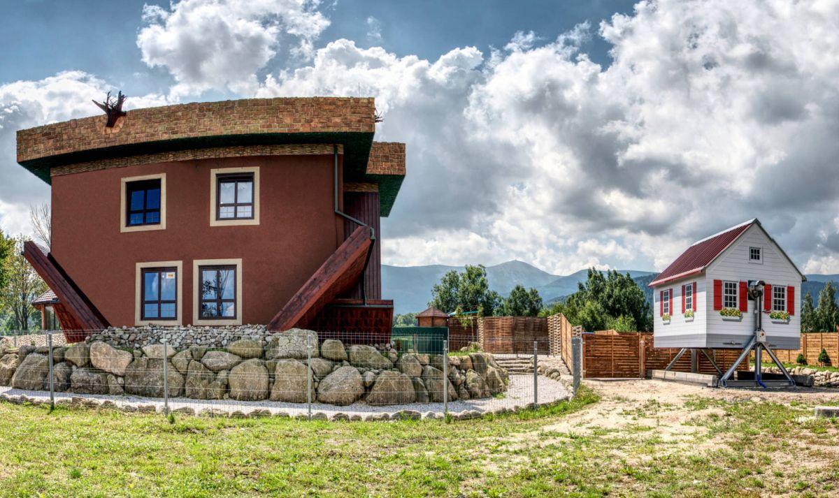 Dům na hlavě a Gravitační chata
