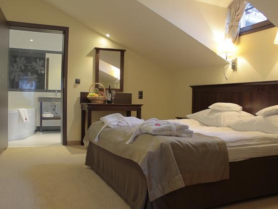 pokoj-apartament-sypialnia